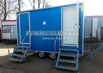 утепленный передвижной модуль прицеп туалет на 2 кабинки